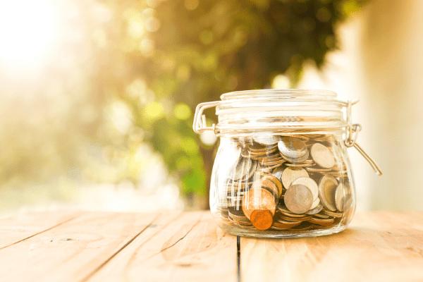 bocal rempli de pièces de monnaie